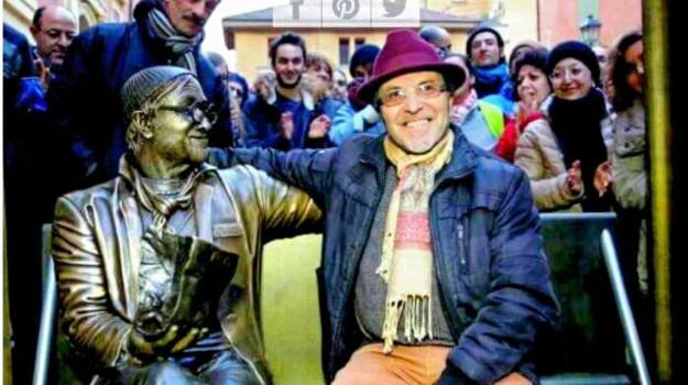 giarre arte, scultura lucio dalla, Carmine Susinni, Catania, Cultura
