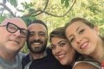 Ritorno alle origini, Domenico Dolce in visita a Polizzi Generosa: selfie con i suoi concittadini