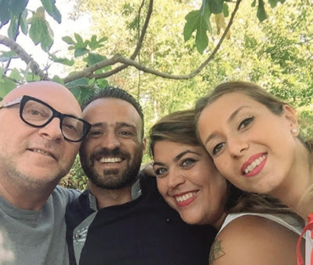 Ritorno Alle Origini Domenico Dolce In Visita A Polizzi Generosa Selfie Con I Suoi Concittadini