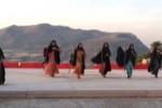Le donne al Parlamento, Aristofane in scena a Segesta