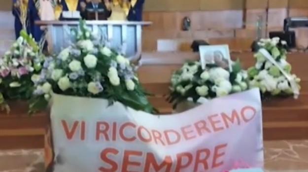 Chiesa gremita a Gela per l'ultimo saluto a Nuccia e Ludovica