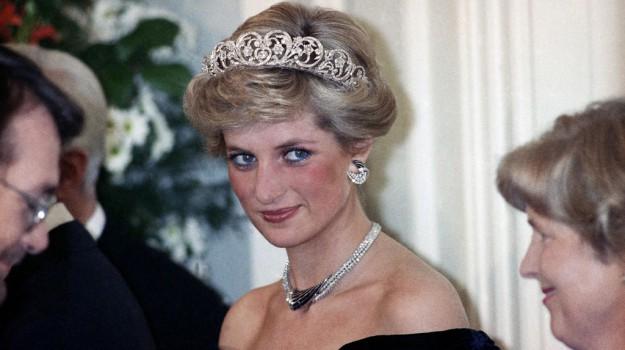 william harry statua diana, Diana Spencer, Principe Harry, Principe William, Sicilia, Società