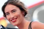 Maria Elena Boschi a Venezia sfila sul red carpet ma viene scambiata per una famosa attrice