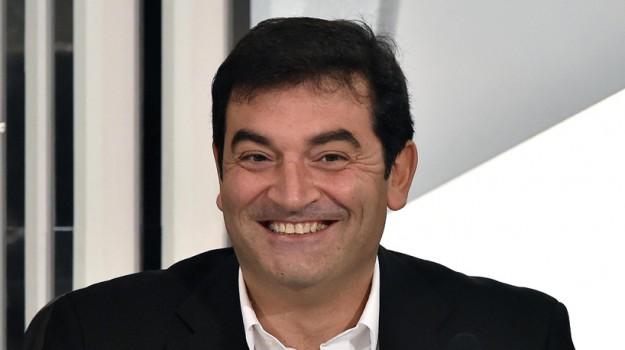 Max Giusti, Sicilia, Società