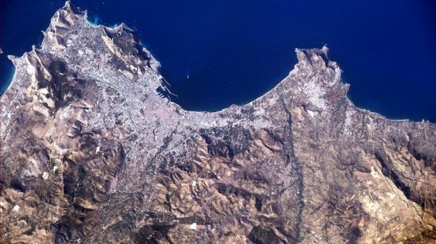 in missione nello spazio, la foto di nespoli per palermo, Paolo Nespoli, Palermo, Società