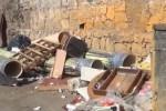 Rifiuti ingombranti per strada e un cassonetto incendiato a Palermo: le immagini