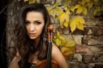Violinista ma anche acrobata: Rusanda Panfili sul palco con l'orchestra di Palermo Classica