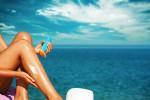 Tintarella sì ma proteggendo la pelle: dai marchi più famosi ai solari artigianali, le tendenze