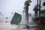 Inferno di vento e pioggia investe il Texas: le foto del ciclone