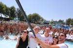 All'Aquafan di Riccione 6000 persone per il più grande selfie in acqua del mondo