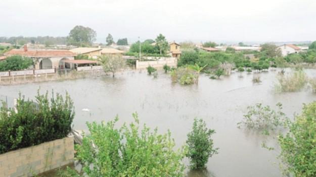 alluvione ispica, Ragusa, Economia