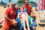 """Gli """"angeli rossi"""" a Noto: così portiamo i disabili in spiaggia"""