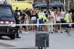 Furgone contro la folla sulla Rambla a Barcellona: 13 morti e 80 feriti. L'Isis rivendica