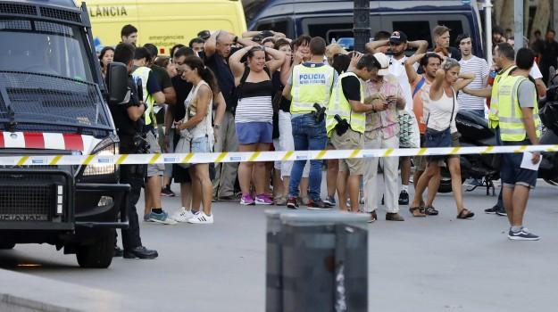 attentato barcellona, Furgone sulla folla sulla Rambla, Sicilia, Mondo