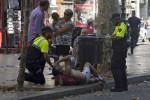 Il boato, lo scontro, la fuga: le immagini dell'attentato a Barcellona - Foto