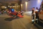 Incidente nella notte a Palermo: auto ribaltata in un sottopasso di viale Regione Siciliana