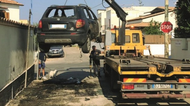 Auto a fuoco a San Leone, Agrigento, Cronaca