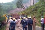 Frana si abbatte su un bus in India, ci potrebbero essere 50 morti