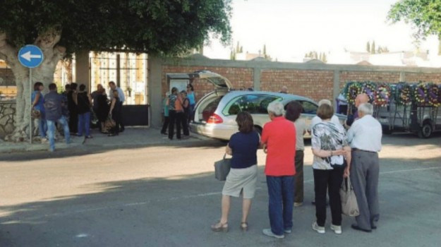 cimitero chiuso menfi, funerale sospeso menfi, menfi cimitero, Agrigento, Cronaca
