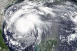 Sale la paura per l'uragano Harvey, cresce il livello di allarme