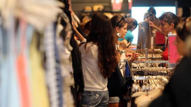 Saldi 2018 al primo posto l 39 abbigliamento aumentano gli for Percentuale iva 2017