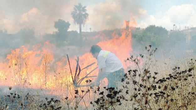 incendio porto empedocle, Agrigento, Cronaca