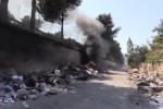 Rifiuti a fuoco in via Messina Montagne a Palermo, fumo in autostrada
