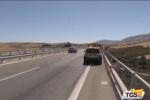 Un volo dal viadotto di dieci metri, famiglia distrutta