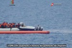 Nave sequestrata a Lampedusa, le foto degli incontri in mare fra scafisti e ong