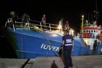 Nave di una Ong bloccata a Lampedusa per controlli