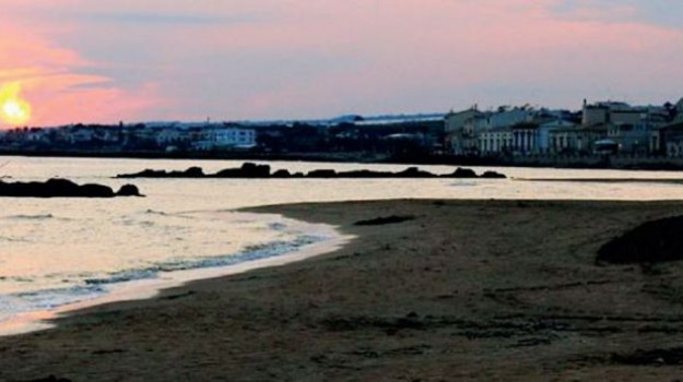 spiagge ragusane, Ragusa, Società