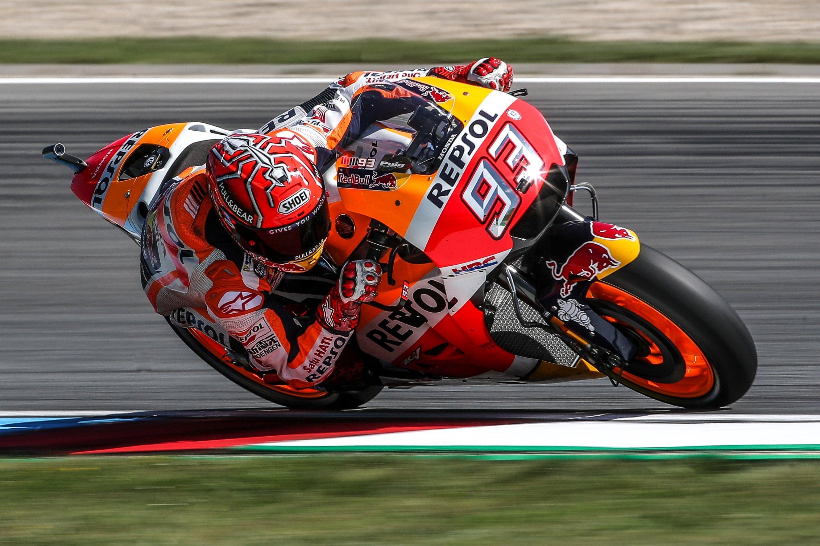 """MotoGp Giappone, Marquez campione del mondo: """"Nel giro d'onore m'è uscita una spalla"""""""