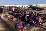 Libia, fermati e arrestati oltre 800 migranti, anche bambini