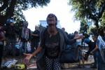 Migranti, polemiche dopo gli scontri a Roma. Frase choc, indagato agente