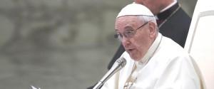 """Il Papa: """"L'indifferenza verso i poveri è peccato, sono il passaporto per il paradiso"""""""