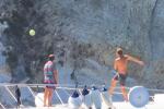 Il passaggio perfetto di Totti da barca a barca - Video