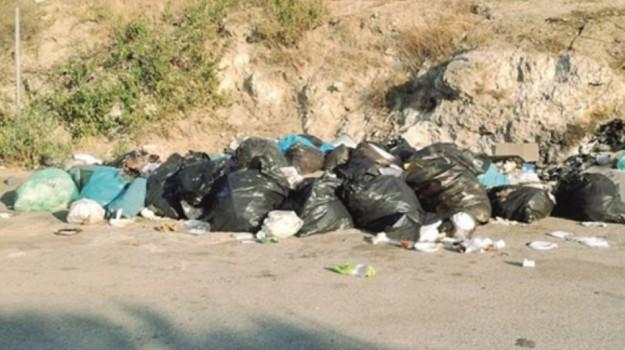 rifiuti strada multa gela, Caltanissetta, Cronaca