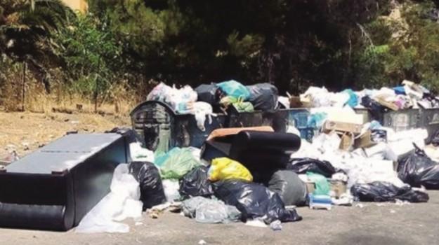 manifesti illegali, polizia di Agrigento, raffica di multe, rifiuti, Agrigento, Cronaca
