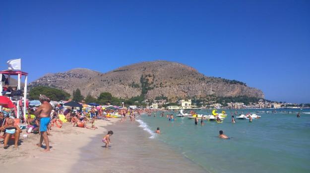 ferragosto sicilia, Sicilia, Società