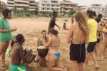 Solidarietà a Pozzallo, incontro in spiaggia