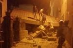 Terremoto a Ischia, paura tra i turisti Due vittime, si scava fra le macerie