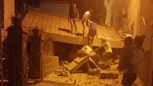 Terremoto a Ischia, Sicilia, Cronaca