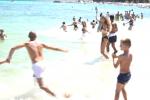 """Tuffo collettivo sulla spiaggia di Mondello, le immagini dell'""""Huffo"""" - Video"""
