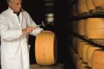 Parmigiano Reggiano senza segreti, torna 'Caseifici aperti'