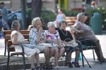 Istat: anziani italiani longevi ma sofferenti