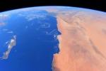 Un profilo umano 'disegnato' lungo la costa africana