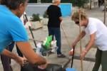 Cumuli di rifiuti in via dei Cantieri a Palermo, residenti ripuliscono la strada