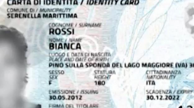 Addio al formato cartaceo, da gennaio arriva la carta d'identità elettronica