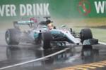Hamilton vola sotto la pioggia a Monza: pole record, superato Schumacher