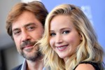 """Una bionda a Venezia, Jennifer Lawrence sbarca al Festival ma per lei solo fischi e """"buuu"""""""